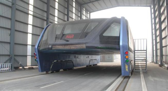 """China's eye-catching """"straddling bus"""" now facing financial trouble and abandoned"""