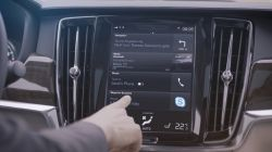 Volvo adds in-car Skype for Business app to improve productivity and safety on the move.