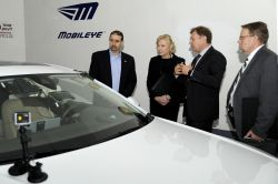 """Mobileye Details """"Human-like"""" Algorithmic Driving Platform for Autonomous Cars at CES 2017"""