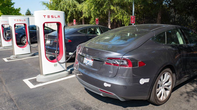 Tesla now asks for fees at supercharging stations
