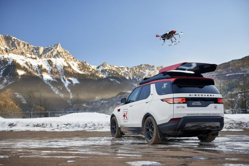 Land Rover Discovery Gets a Roof-Mounted Drone For Search and Rescue