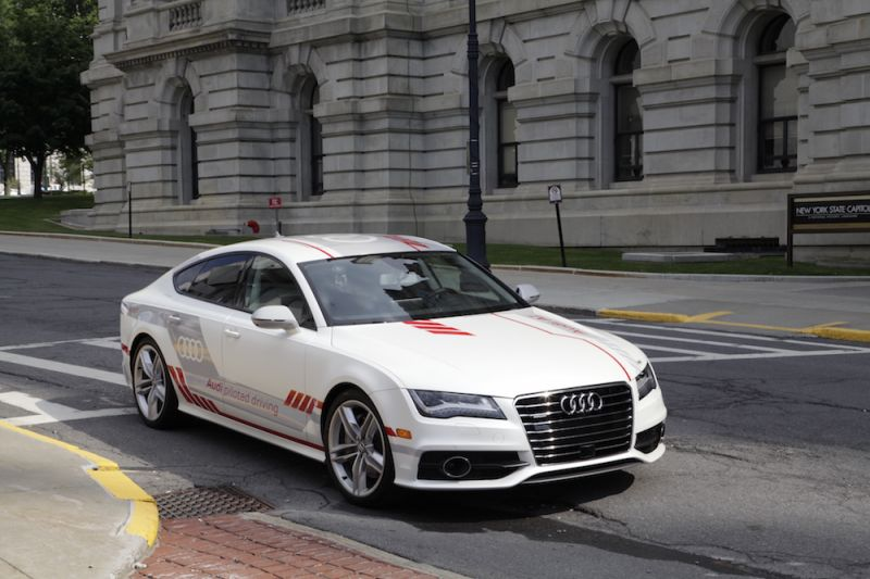Auto Manufacturers Want to Test More Driverless Cars on The Road
