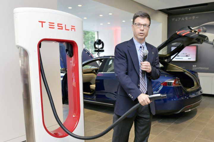 Tesla's Battery Tech Director Abruptly Leaves the Company