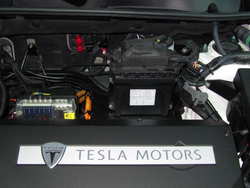 August 11, 2017 News of the Day: Tesla Patents Pyrotechnic EV Battery Disconnect Device, Germany's Autobahn to Get Overhead Power Lines to Charge Electric Trucks