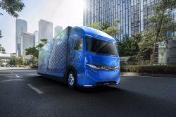 Ahead of Tesla, Daimler Reveals its Own Electric Heavy Duty Truck