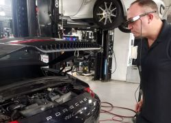 "Porsche Announces ""Tech Live Look"" Augmented Reality Smart Glasses for Vehicle Service"