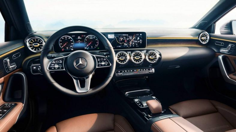 2018-Mercedes-Benz-A-Class-interior-0-8009-default-large.jpeg