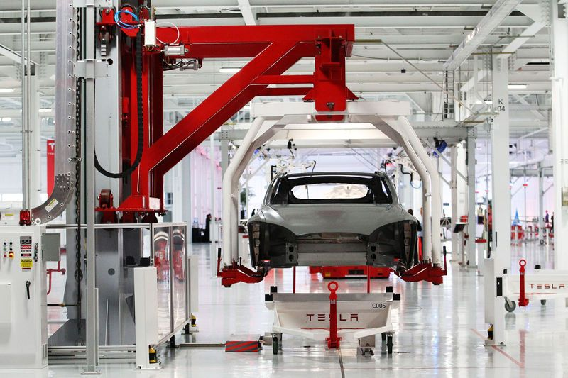 January 26, 2017 News of the Day: Tesla Experiencing Quality Issues with the Model 3, Nikola Motor Co Teases Video of its New Hydrogen Electric Truck