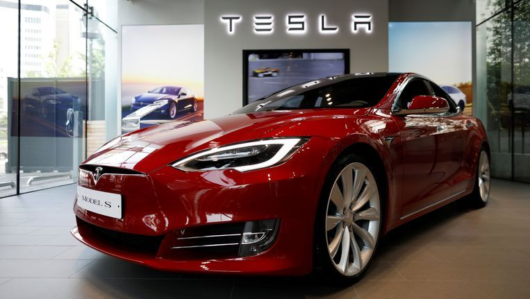Tesla Falls to One-Year Lows