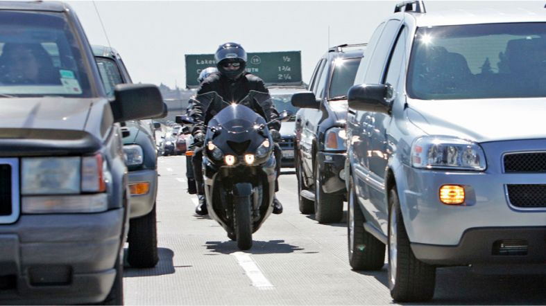 US_NEWS_MOTORCYLCES_LANESPLITTING_SH.5a847dd67d963.jpg