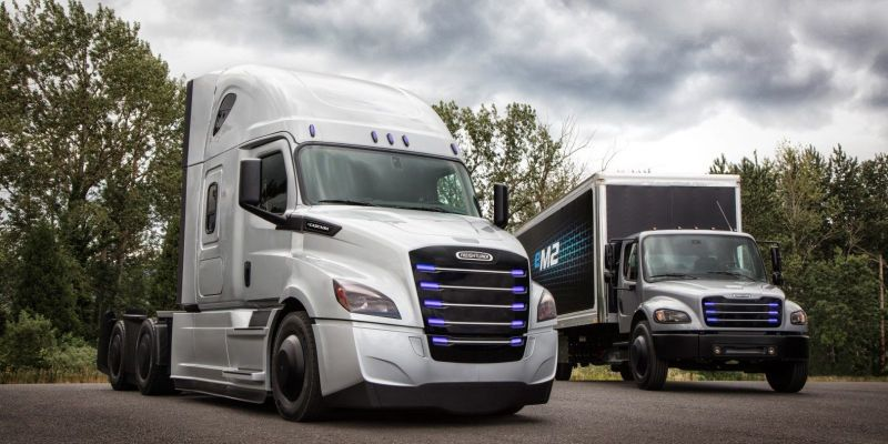 Daimler Unveils its Tesla Rival All-Electric Semi-Truck