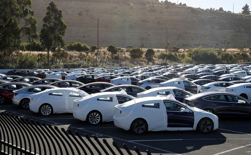 Electric Automaker Tesla Hits Milestone, Builds 5,000 Model 3's Last Week