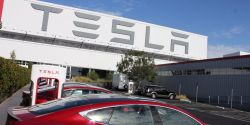 Elon Musk Confirms That Saudi Arabia Wealth Fund Offered to Take Tesla Private