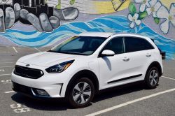 2018 Kia Niro PHEV is the Ideal Mix of Electric, Hybrid