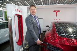 Elon Musk Says That Tesla Will Remain a Public Company
