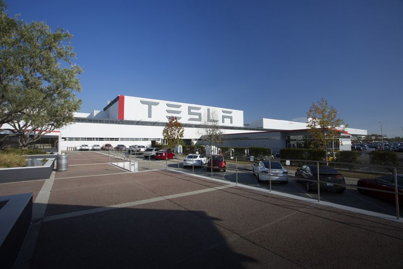 Another Top Executive Departs Tesla, Joining Dozens of Others Who Left the Automaker in 2018
