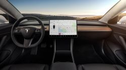 Tesla Updates its Autopilot to Work on Highway Interchanges