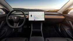 Tesla Updates its Autopilot to Work on Highway Interchanges