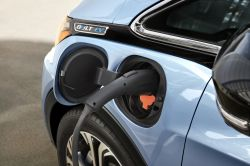 General Motors Pushes to Retain the $7,500 EV Tax Credit