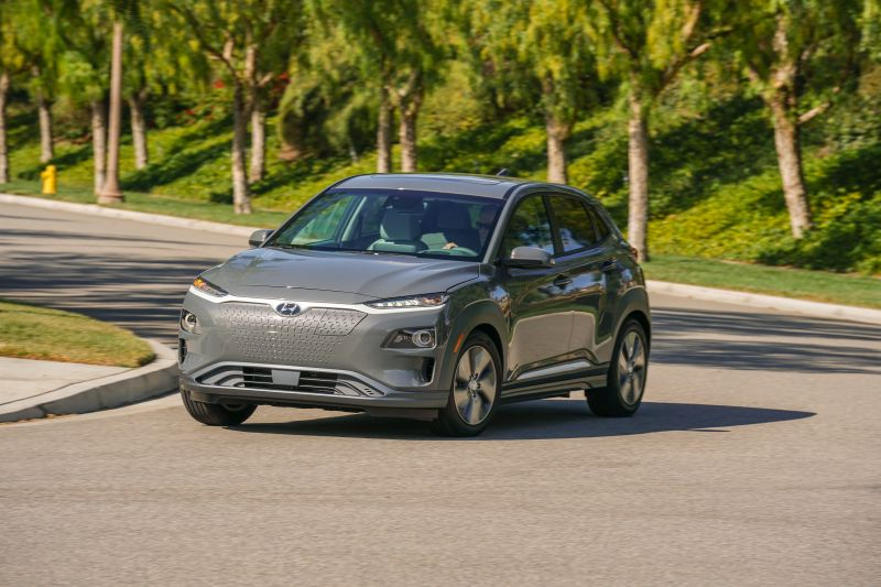 Hyundai Announces Sub 30 000 Price For The Electric Kona Suv With Ev Tax Credit