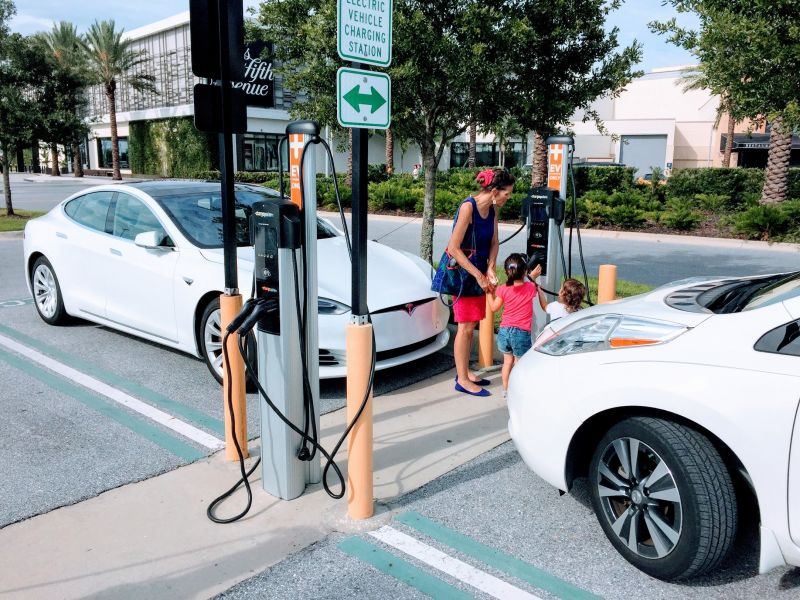 Report: U.S. Electric Vehicle Market Gains Momentum