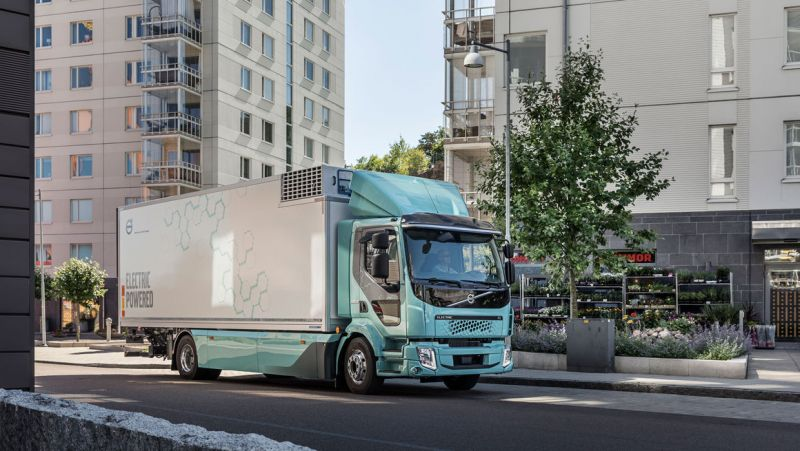 Volvo Delivers its First Fully-Electric Trucks to Customers