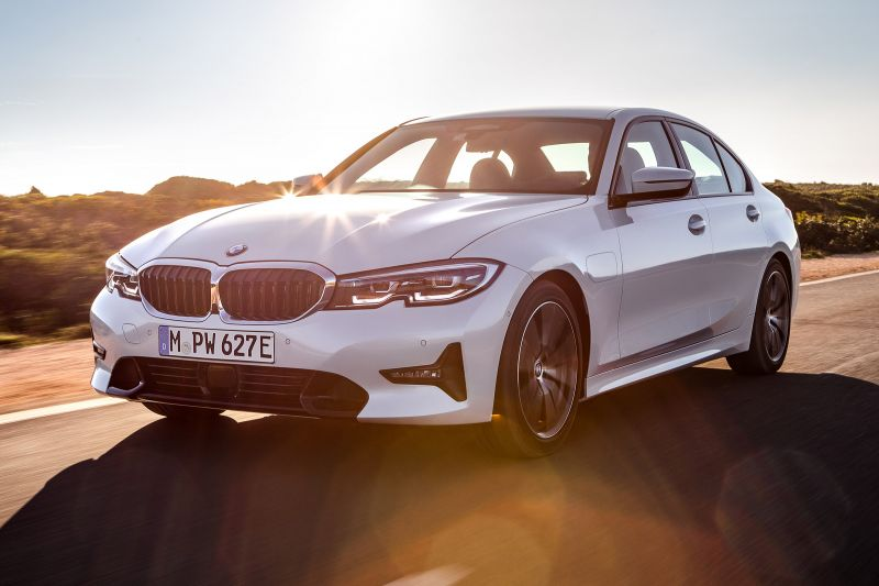 BMW's Hybrid cars to Switch to Electric-Only Mode in Polluted Cities