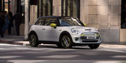BMW Unveils the Fully-Electric MINI Cooper With a Long List of Tech and Not Much Range