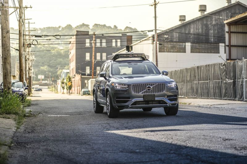 Experts Claim Autonomous Cars Are Still a Decade Away, Report States