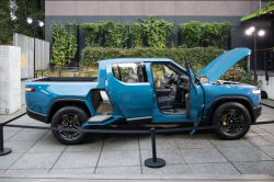 Rivian R1T: What's Going on With Rivian's New Pricing Plan?