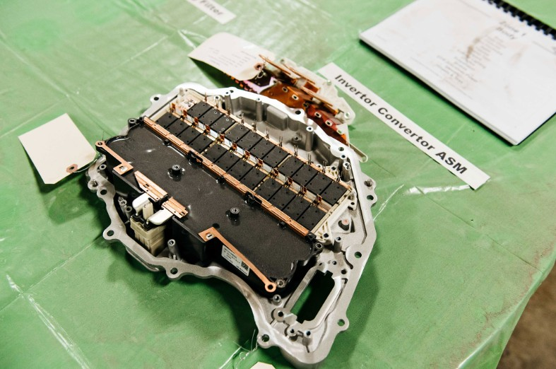 Tesla-Model-3-teardown-14.jpg