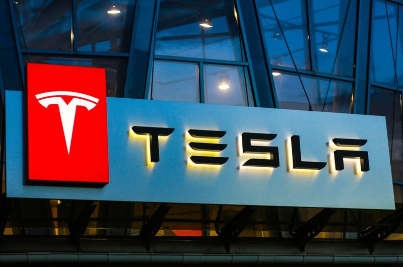 Tesla signs battery supply deal with CATL
