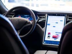 Tesla Under Investigation by the NHTSA Over Failing Touchscreen Displays in the Model S