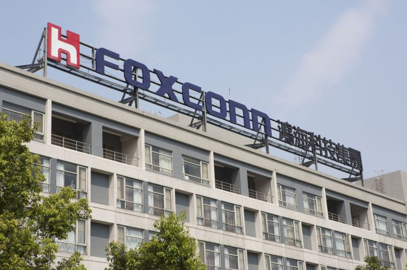 Apple iPhone Assembler Foxconn Wants to Supply the Components for 10% of the World's EVs