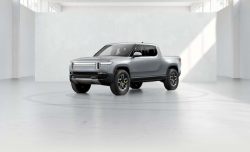Rivian R1S, R1T Electric Vehicles Coming June 2021 With a $75,000 Price Tag