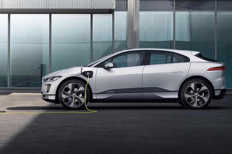 The 2022 Electric Jaguar I-PACE Gets a New HSE Trim With a $69,900 Price Tag