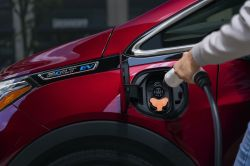 GM Advises Bolt EV Owners to Park Vehicles Outside Over Fire Risk