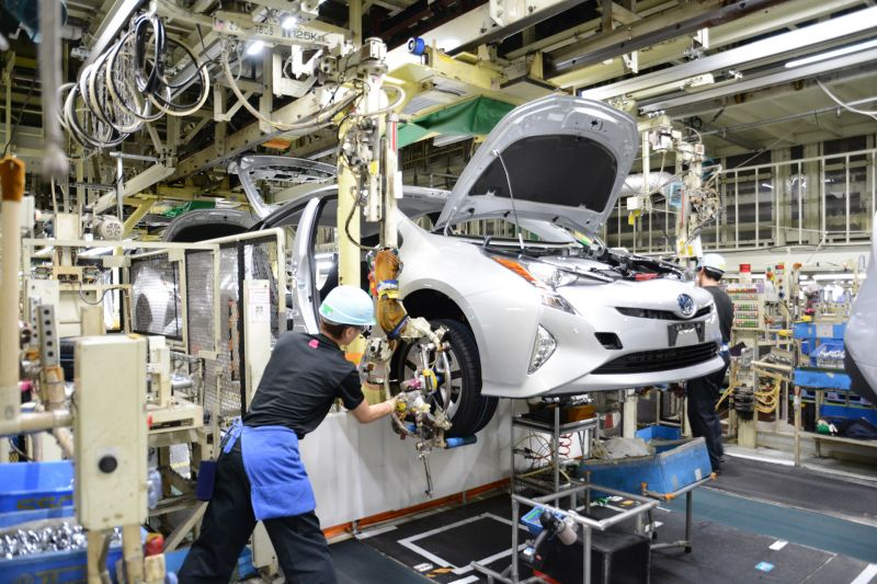 Toyota Cuts its Annual Production Target by 300,000 Vehicles Due to Semiconductor Shortages